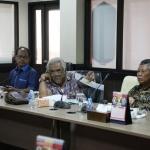 Pihak LP3B saat diskusi dalam hearing dengan Pansus RZWP3K DPRD Kepri