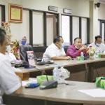 Tim pansus RDTR Kota Batam saat mengajukan pertanyaan ke Komisi III DPRD Kepri