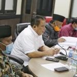 Wakil Ketua Komisi III, Surya Sardi memimpin pertemuan