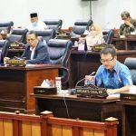 Anggota Fraksi Demokrat, Harlianto menyampaikan pandangan fraksi