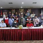 Foto bersama perwakilan buruh dengan jajaran DPRD Kepri