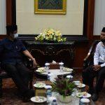 Gubernur Kepri, Isdianto berbincang dengan perwakilan TPTK non ASN