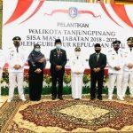 Gubernur Kepri, Isdianto foto bersama Sekdaprov Kepri, Arif Fadillah, Wali Kota Rahma dan para camat se Tanjungpinang