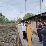 Gubernur Kepri, Isdianto meninjau lahan untuk pembangunan pasar permanen di Kampung Bugis