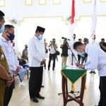 Gubernur Kepri, Isdianto menyaksikan penandatanganan berita acara pengukuhan