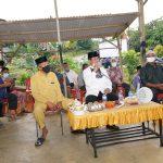 Gubernur Kepri, Isdianto saat dialog dengan warga Sebauk