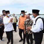 Gubernur Kepri, Isdianto saat tiba di Pulau Buru, Karimun