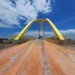 Jalan akses ke Jembatan Kuning Coastal Area yang belum diaspal
