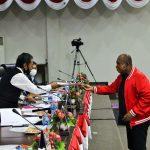 Juru bIcara Dapil Batam, Rizki Faisal menyerahkan laporan hasil reses
