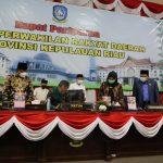 Ketua DPRD Kepri Jumaga Nadeak menandatangani KUPA PPAS APBDP 2020