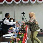 Ketua DPRD Kepri Jumaga Nadeak menerima laporan hasil reses