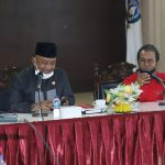 Ketua Fraksi PDIP DPRD Kepri, Lis Darmansyah mendampingi Ketua DPRD Kepri, Jumaga Nadeak