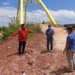 Ketua Komisi III DPRD Kepri, Widiastadi Nugroho saat mengecek jalan menuju Jembatan Kuning Coastal Area
