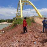 Ketua Komisi III DPRD Kepri mengecek jalan yang belum diaspal