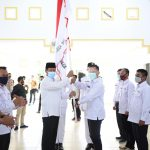 Penyerahan pataka PMI oleh Gubernur Kepri, Isdianto