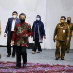 Pjs Gubernur Kepri bersama Pimpinan DPRD saat memasuki ruang sidang
