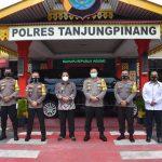 Ps Gubernur Kepri, Bahtiar foto bersama Kapolres Tanjungpinang, AKBP M Iqbal