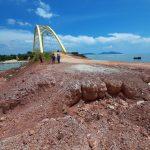 Terlihat jalan akses menuju Jembatan Kuning Coastal Area